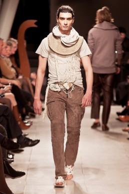 catwalk fashion show: JANBOELO